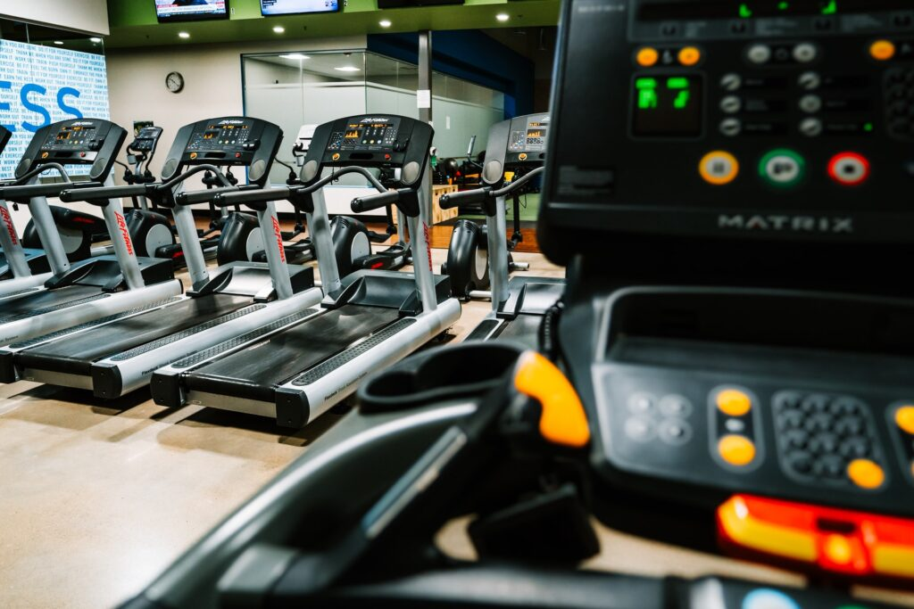 treadmill machines in gym